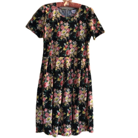 LuLaRoe Dresses & Skirts - LuLaRoe Amelia Plus dress in black rose pattern